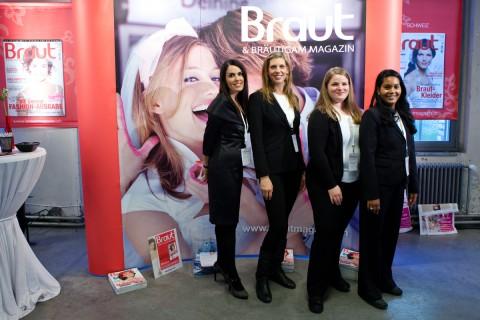Braut & Bräutigam mit dem Team von your perfect day - Ihr Hochzeitsplaner